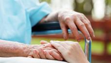Сотрудники Айыл Банка навестили стариков в Серафимовском доме престарелых