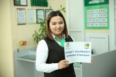В городе Нарын прошла акция молодежи «Улыбка».