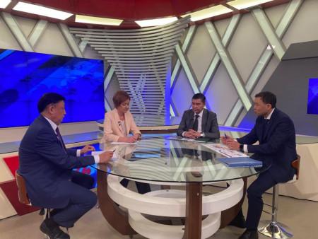 """Председатель Правления ОАО """"Айыл Банк"""" У. А. Букабаев дал интервью «Биринчи радио» и  «Ала-Тоо 24»"""